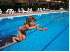 Un enfant ne doit jamais rester sans surveillance... Moins de 3 minutes d'inattention suffisent !